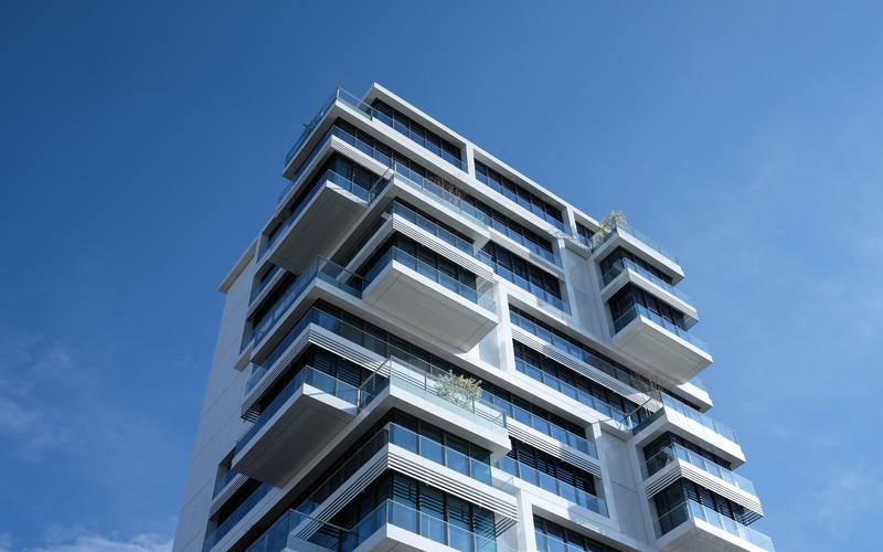 Eerste Vlaamse flatgebouw met leeftijdslimiet voor bewoners.
