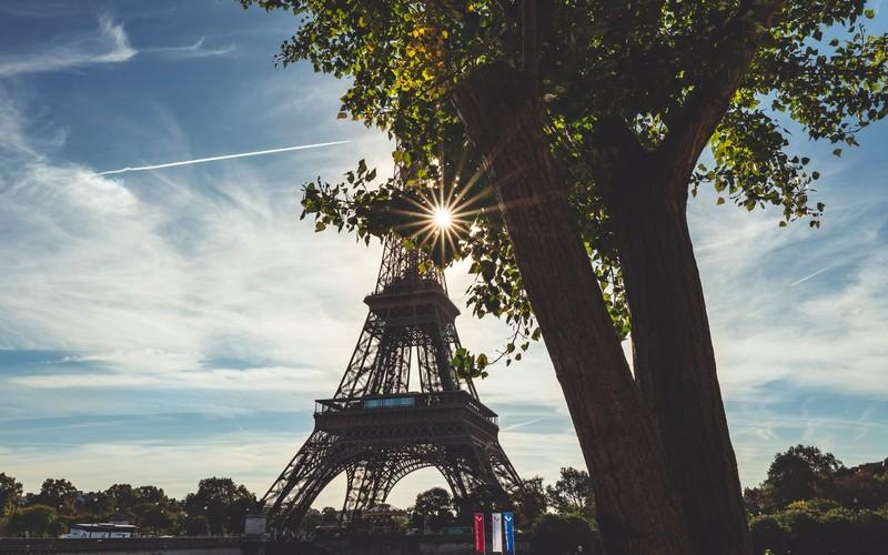 Parijs gaat de helft van 140.000 bovengrondse parkeerplaatsen schrappen tegen 2026.